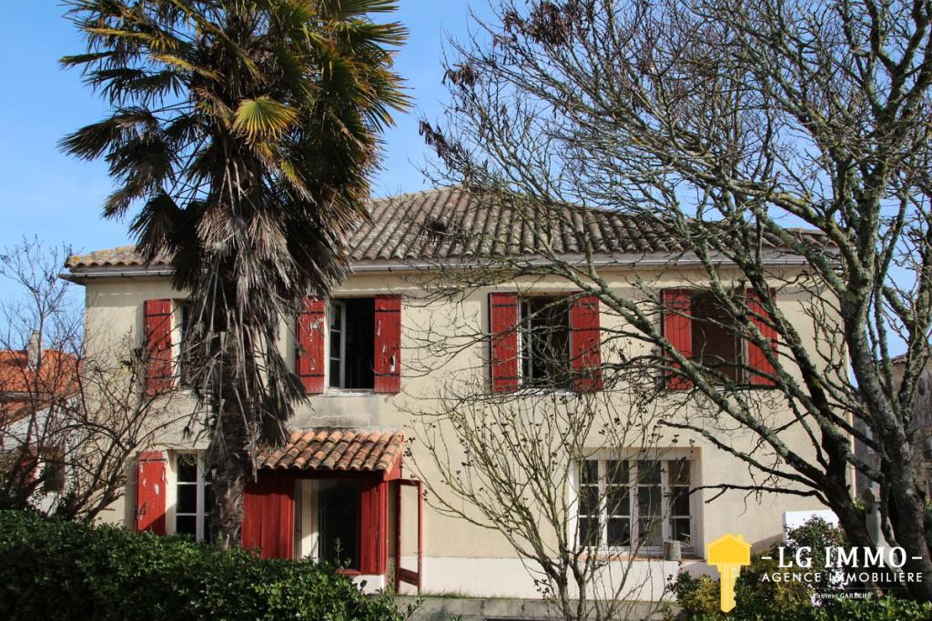 Vente A 6km De Mirambeau Belle Maison De Bourg à Rafraichir De 125