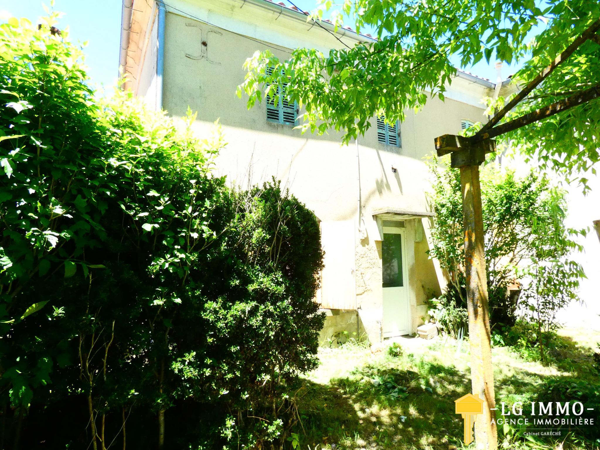 Vente Maison 2 Pieces Mitoyenne Avec Jardin Non Clos At Abri